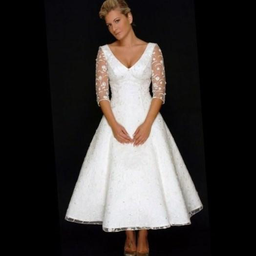 Plus size wedding dresses for mature brides for Vintage wedding dresses plus size