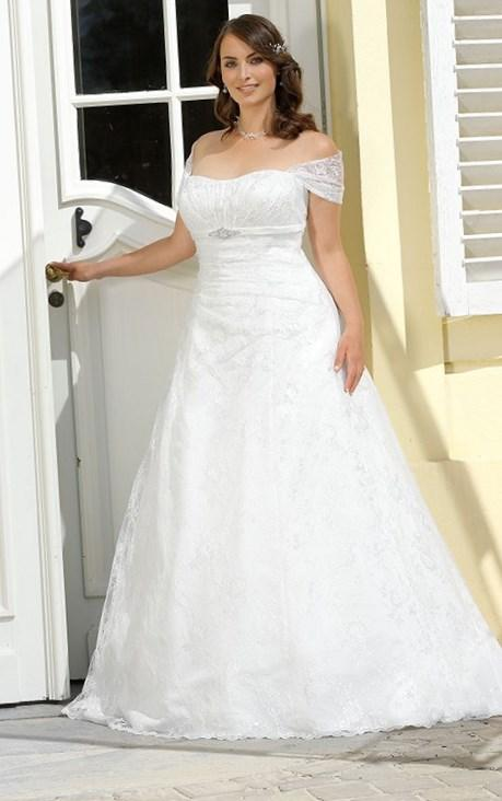 Tips on shopping for plus size beach wedding gowns