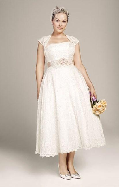 Plus Size Wedding Dresses Mermaid Style V Neck New Arrival Lace Button Wedding Gown Beaded Vintage