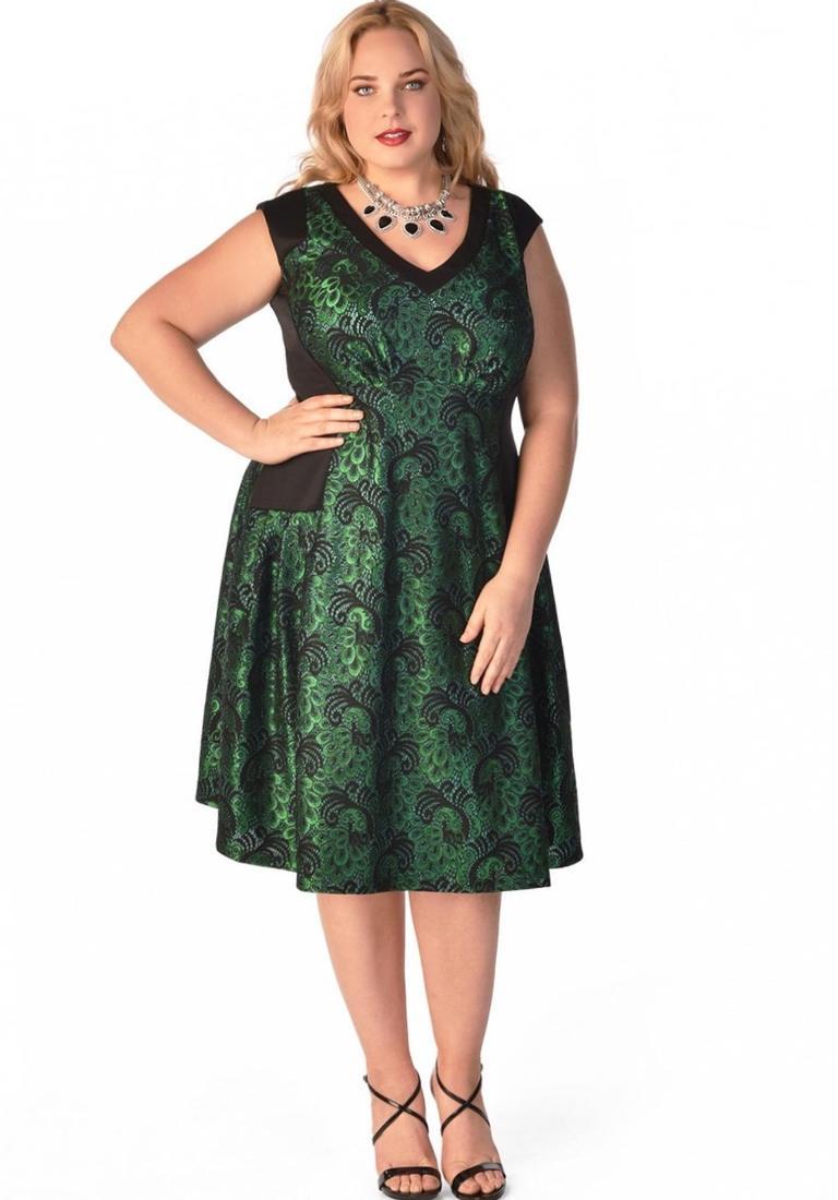 Long dress styles for plus size women