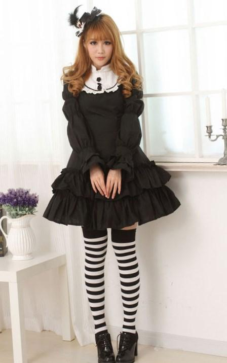 Not really Lolita Lolita, but I wanted to wear one of my