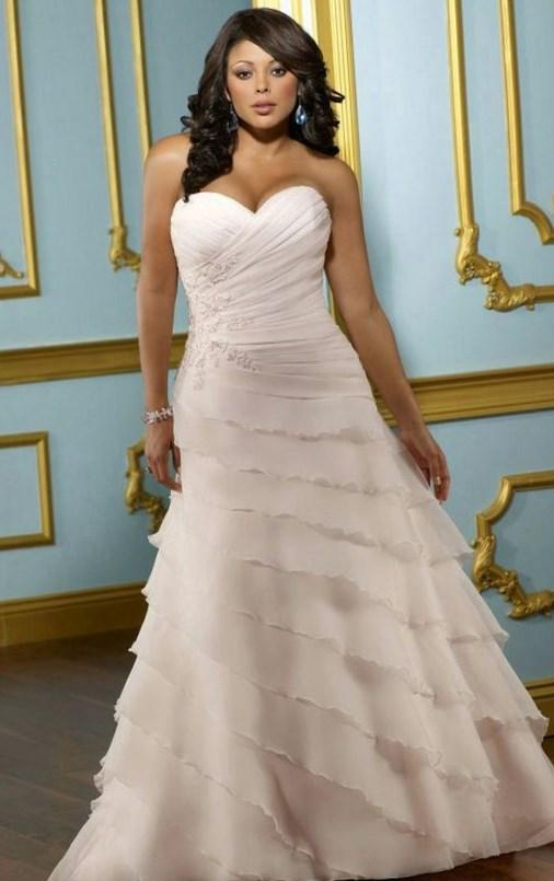 Plus size wedding dress, wedding gown for the full figured or curvy woman. Flattering