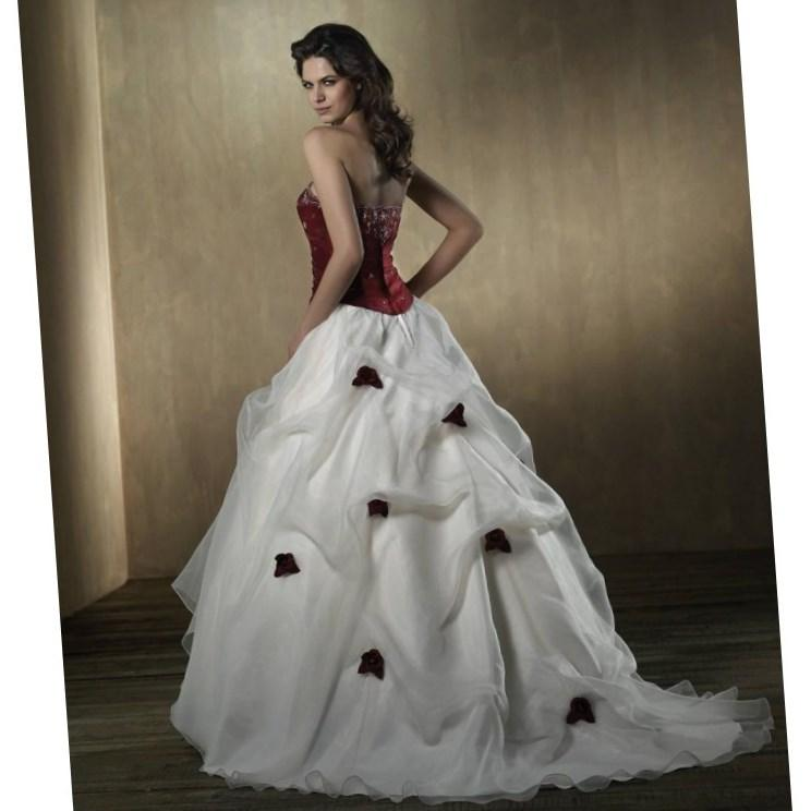 Wholesale - 2017 Plus size White And Red Wedding dresses with Halter sleeveless V Neck Applique Lace Pleated Court Train Bridal Gowns Custom Made
