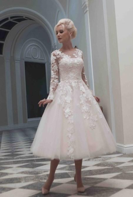 Tea Length Plus Size Wedding Dress With Half Sleeves Appliques Lace Women Bridal Gown